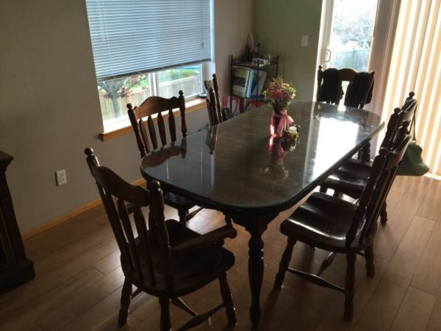 Dining table and chairs with hutch - $800 (Oak Harbor)